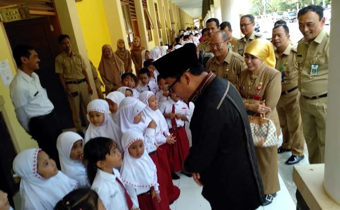 wali Kota Malang ketika menyapa siswa SD Negeri Tlogowaru