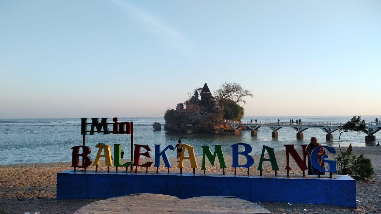 Pantai Balekambang dijuluki Tanah Lot-nya Jawa Timur (Foto- Rajendra Sulaiman)