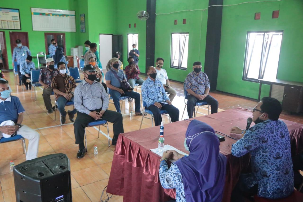 Wali Kota Malang Sutiaji dalam pertemuan di Kelurahan Mergosono