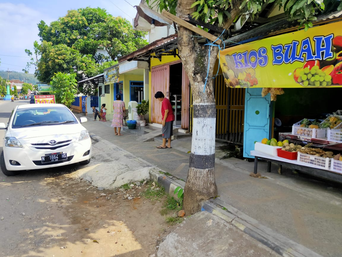 Suasana di sekitar rumah orang tua FPH di Desa/ Kalipare, Kalipare.