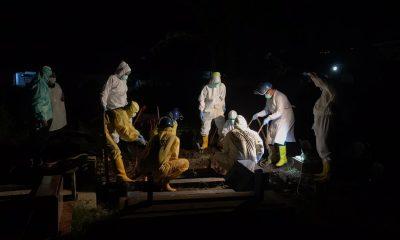 Pemakaman salah satu pasein terkonfirmasi Covid-19 di Kota Malang
