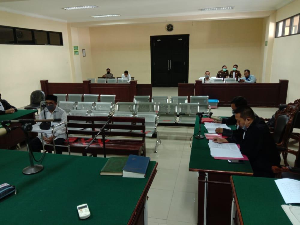 Terdakwa Abdurahman saat menjalani persidangan di Pengadilan Tipikor Surabaya