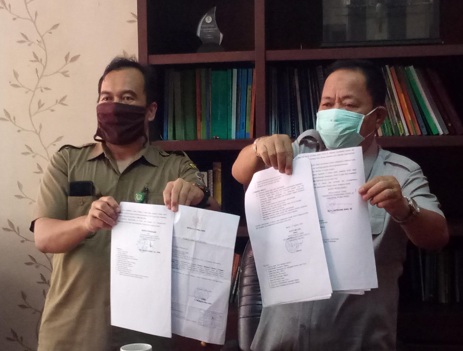 Foto: Kepala Balai Besar TNBTS menunjukan surat rekomendasi dari 4 Kepala Daerah (kabarmalang.com)