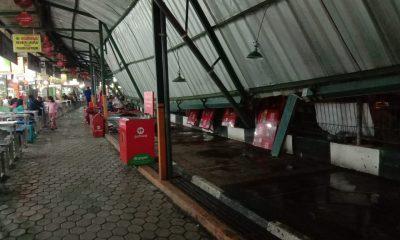 Atap sentra kuliner Brawijaya yang roboh. (Foto - Kabarmalang.com)