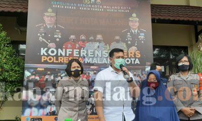 Konferensi pers pelaku kekerasan ibu tua di Pasar Mergan (foto : Kabarmalang.com)