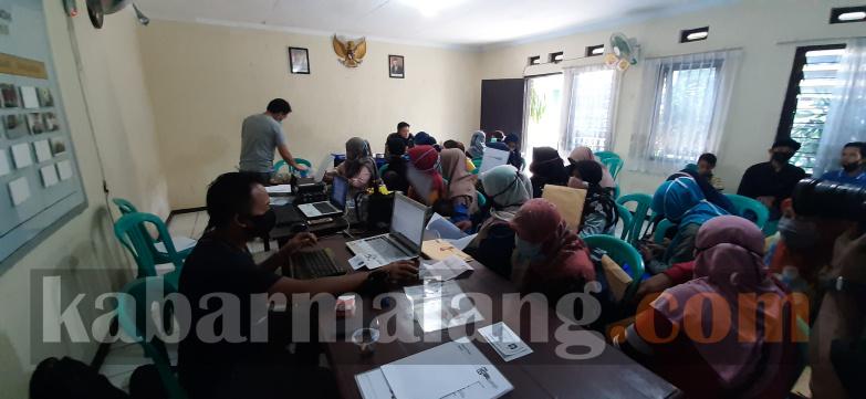 Warga menjadi korban investasi bodong dimintai keterangan polisi (Foto : Kabarmalang.com)