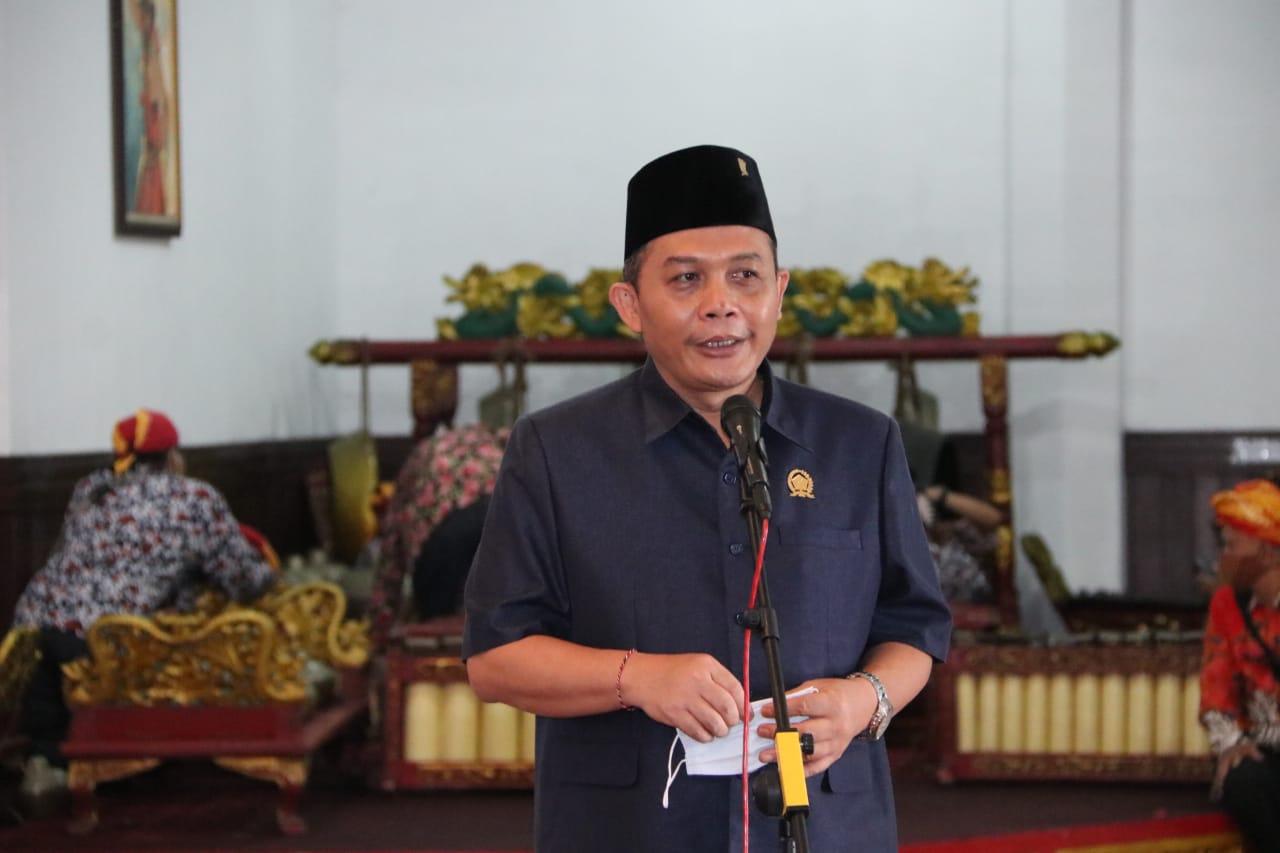 Ketua DPRD Kota Malang I Made Riandiana Kartika saat memberikan sambutan di gelaran Diplomasi Budaya Nusantara digelar di Hall Loby DPRD Kota Malang, Senin (26/10/2020)