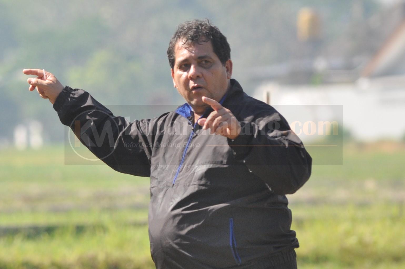 Pelatih Arema Frustasi Kalau Liga Ditunda Lagi