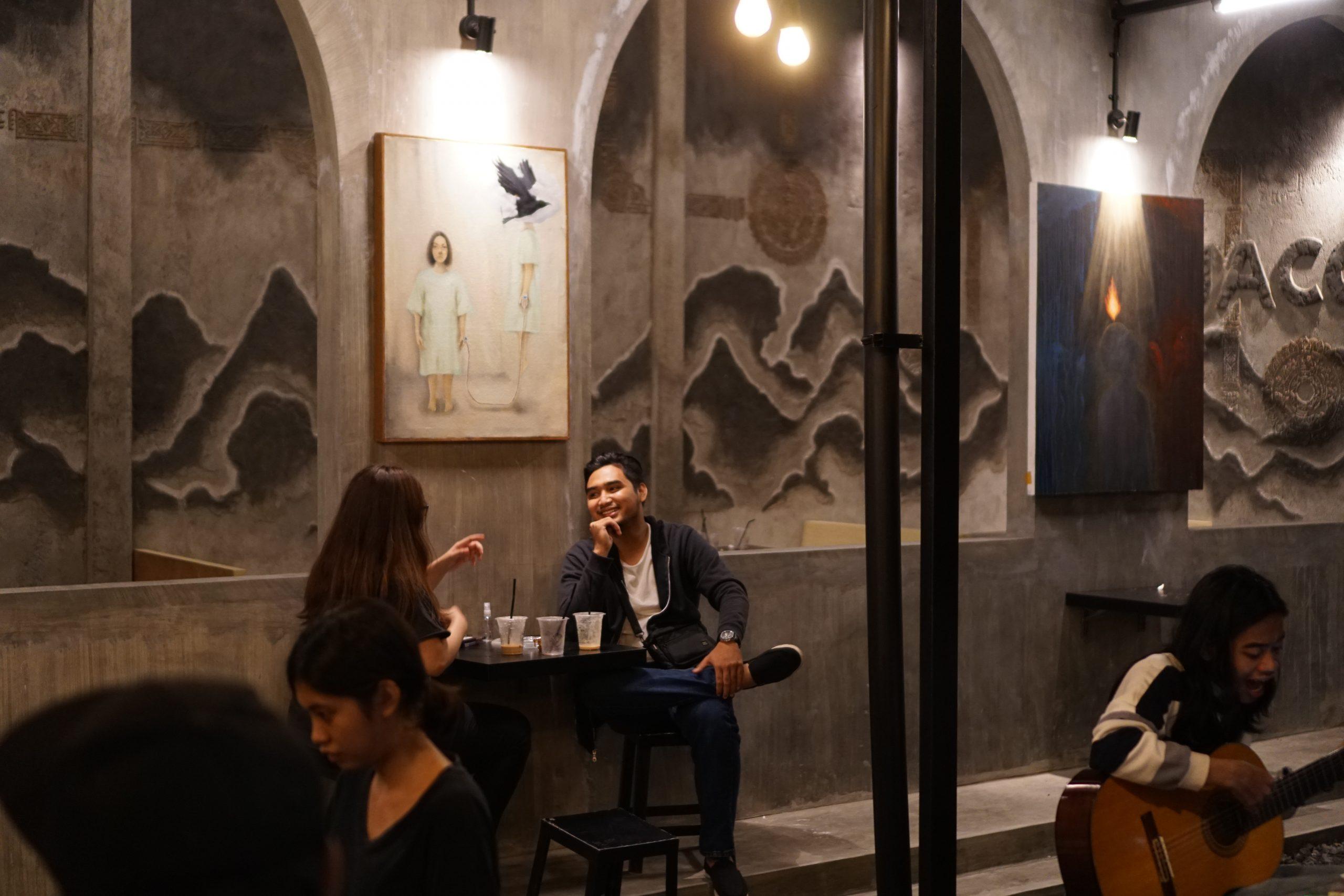 Pameran Lukisan Warnai Tongkrongan Kafe Malang