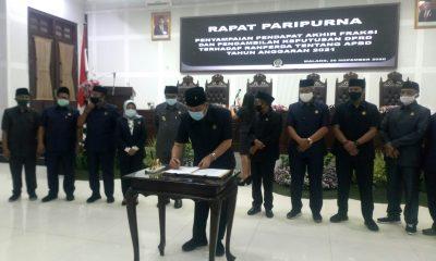 pengesahan Ranperda APBD Kota Malang tahun 2021 oleh Ketua DPRD Kota Malang, I Made Rian Diana Kartika