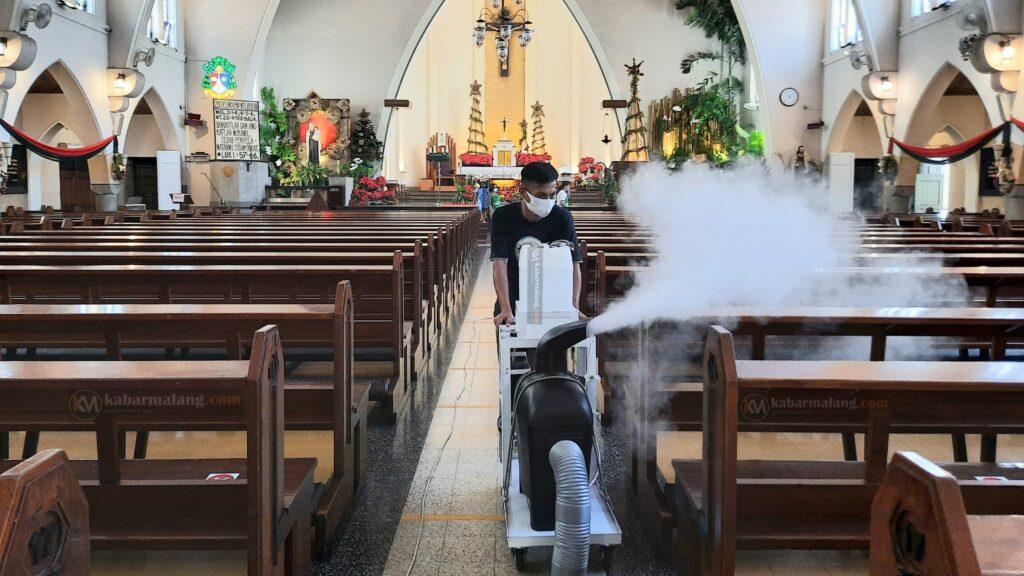 Jelang Natal, Gereja Sterilkan Ruang Ibadah