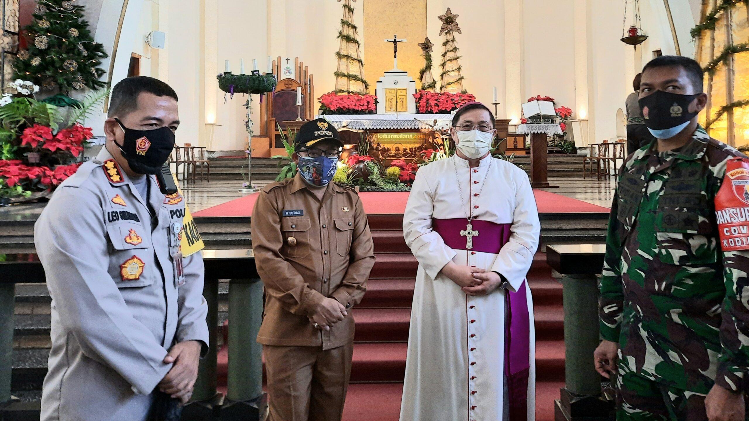 Gereja Katolik Ijen Sterilkan Ruang Ibadah