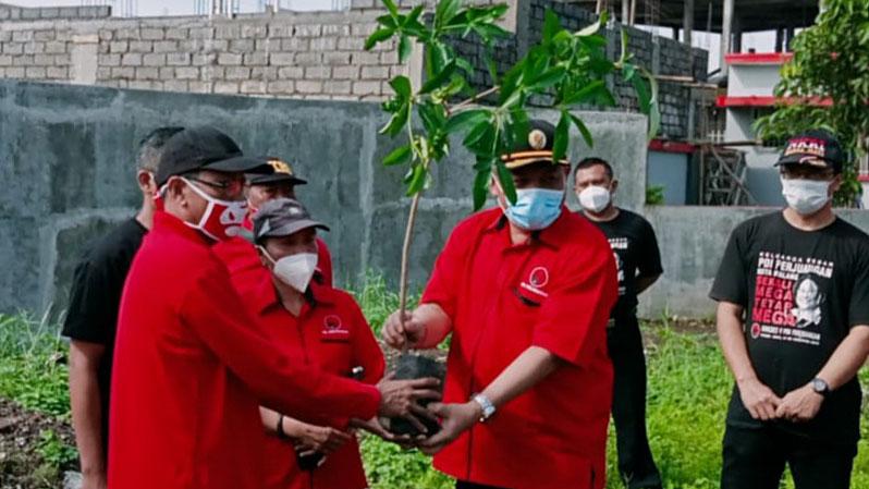 HUT Ke 48, DPC PDIP Kota Malang Tanam Ratusan Bibit Pohon