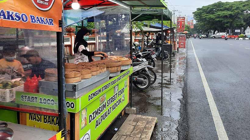 Merana Selama PPKM, PKL di Jalan Sukarno Hatta Sambat