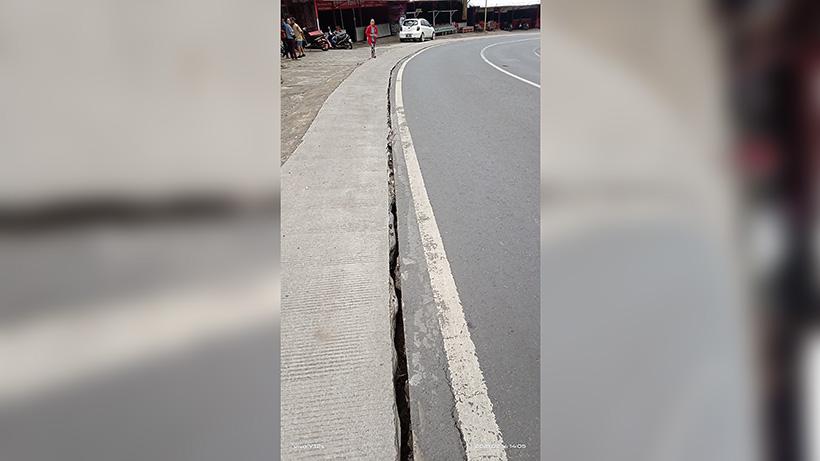 Jalur Payung Kota Batu Retak, Awas Bahaya Longsor