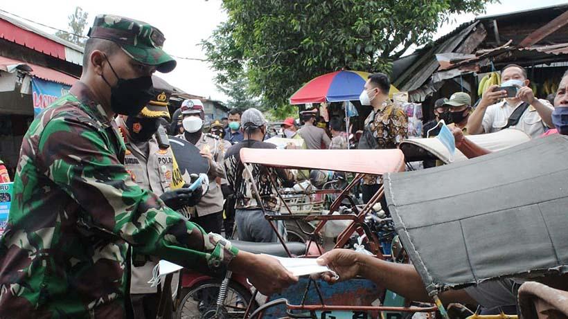 Pasar Tawangmangu Dapat Masker Gratis Satgas Covid-19 Kota Malang