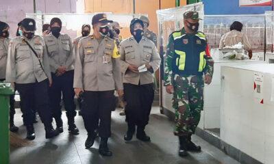 Aparat Gabungan Patroli Simpatik di Pasar Klojen Kota Malang