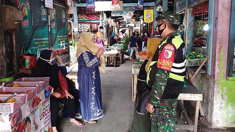 Kodim 0833 Menegakkan Protokol Kesehatan Di Pasar Tawangmangu