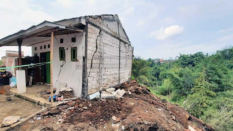 Hujan Lebat Angin Kencang Rusak Tiga Rumah Di Bumiayu Kota Malang