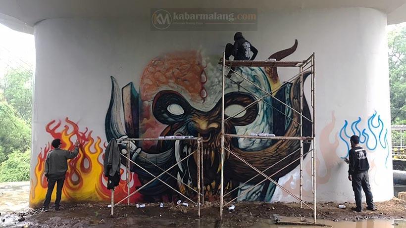 Grafiti Jembatan Kedungkandang Malang Jadi Bahan Meme Internet