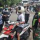 Aparat Kota Malang Sweeping Di Depan Kantor-Kantor Kelurahan
