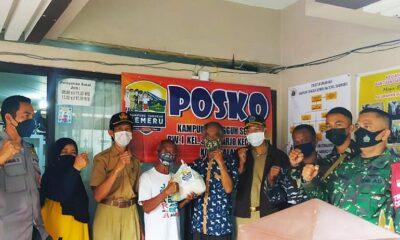 Kampung Tangguh Semeru RW 01 Sukoharjo Bagi 50 Paket Sembako