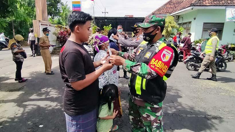 Koramil Dan Polsek Se-Kota Malang Serentak Sisir Warga Tak Bermasker