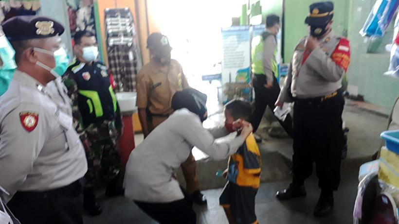Patroli Gabungan Blusukan Sosialisasi Prokes Di Pasar Bunulrejo Malang