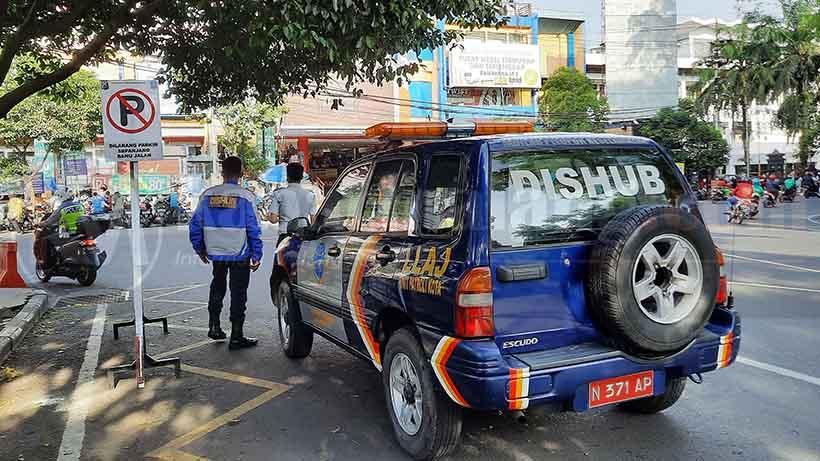 Parkiran Semrawut Depan Mal Ramayana Alun-Alun Dikeluhkan