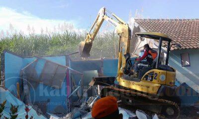 KAI Bongkar Eks Lokalisasi Girun Gondanglegi, Robohkan 23 Rumah