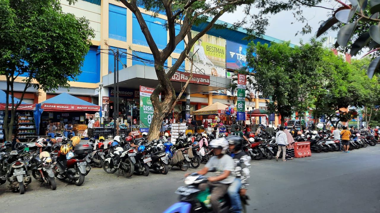 Parkir Semrawut di Ramayana, DPRD Usul Lahan E-Parking Dalam Gedung