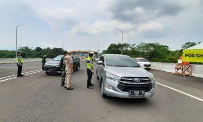 Kendaraan Putar Balik di Exit Tol Madyopuro, Penyekatan Hari Pertama