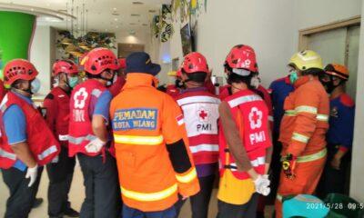 Orang Terjepit Dalam Lift Hotel Ibis Kota Malang, Damkar Turun Tangan