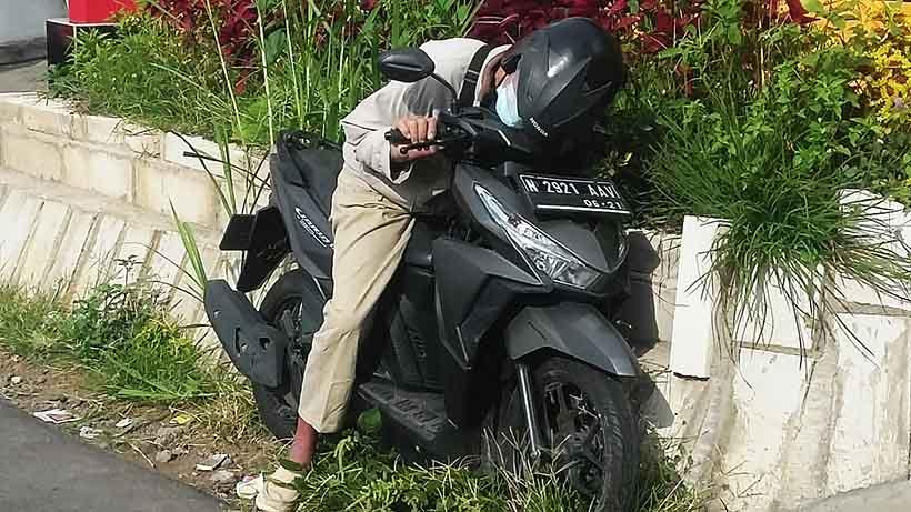 Kematian Mendadak Lansia Di Atas Motor,Usai Isi Bensin Di Merjosari