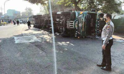 Truk Terguling Di Malang, Ini Nasib Sopir dan Kernet Paska Kecelakaan