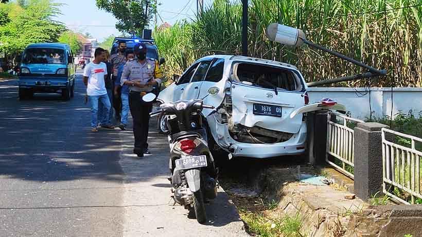 Kecelakaan Di Sempalwadak Malang, Satu Mobil Ringsek