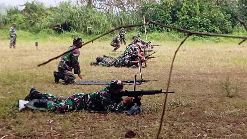 Tentara Di Kota Malang Asah Skill Menembak Laras Panjang Dan Pistol